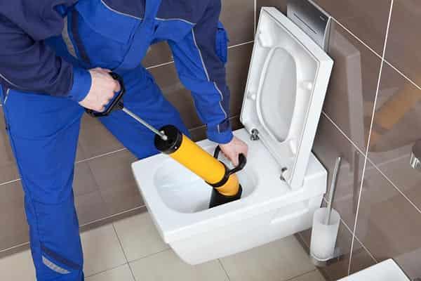 Comment débloquer une canalisation d'eaux pluviales: à la manière des plombiers