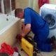 Déboucher une toilette avec un furet puis Prix plombier débouchage canalisation