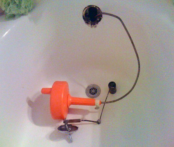 Déboucher baignoire avec Destop et Service débouchage canalisation