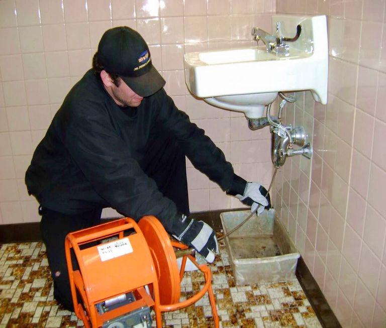 Déboucher un lavabo sans produit chimique - Déboucheur canalisation
