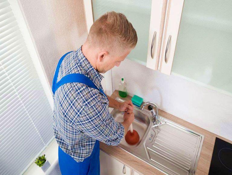 Déboucher un évier avec bicarbonate de soude et vinaigre puis Prix moyen débouchage canalisation