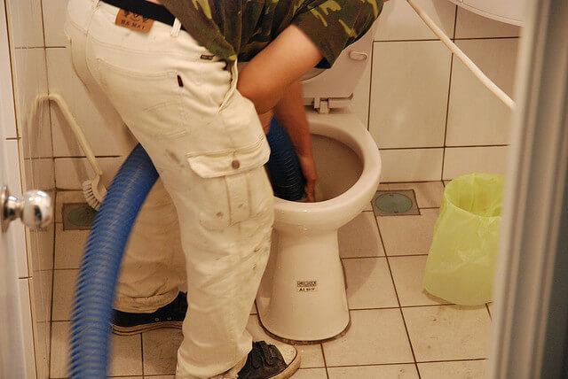 Déboucher évacuation toilette avec Débouchage canalisation charge récupérable